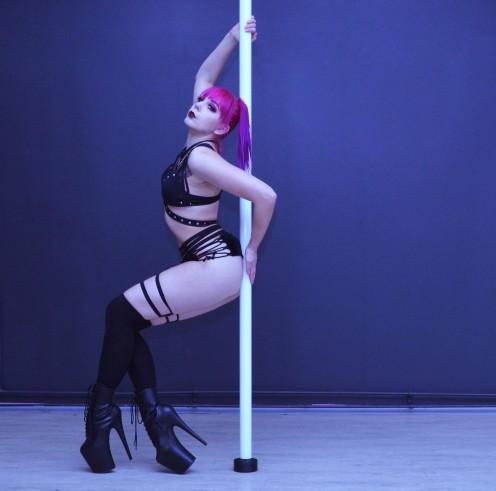 Fast & Dirty -tunnilla opetellaan Russian Exotic -tyylinen koreografia.